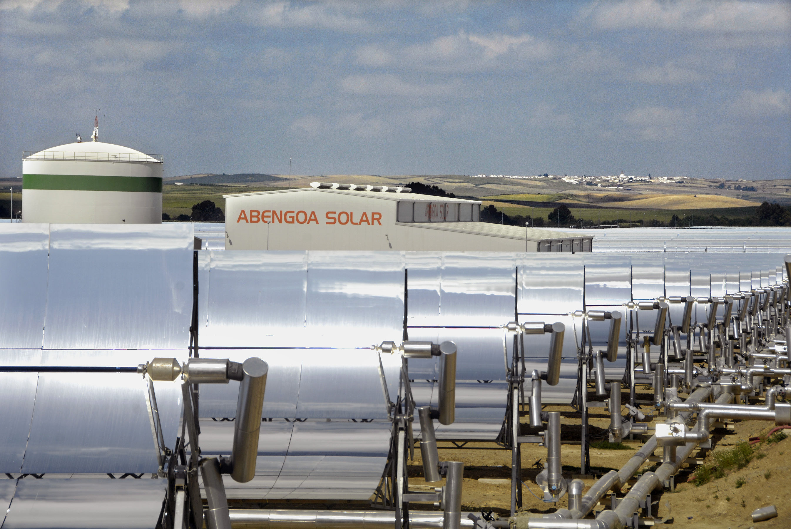 http://www.evwind.es/wp-content/uploads/2012/07/Abengoa-Solar-worlds-largest-concentrated-solar-thermal-plant.jpg
