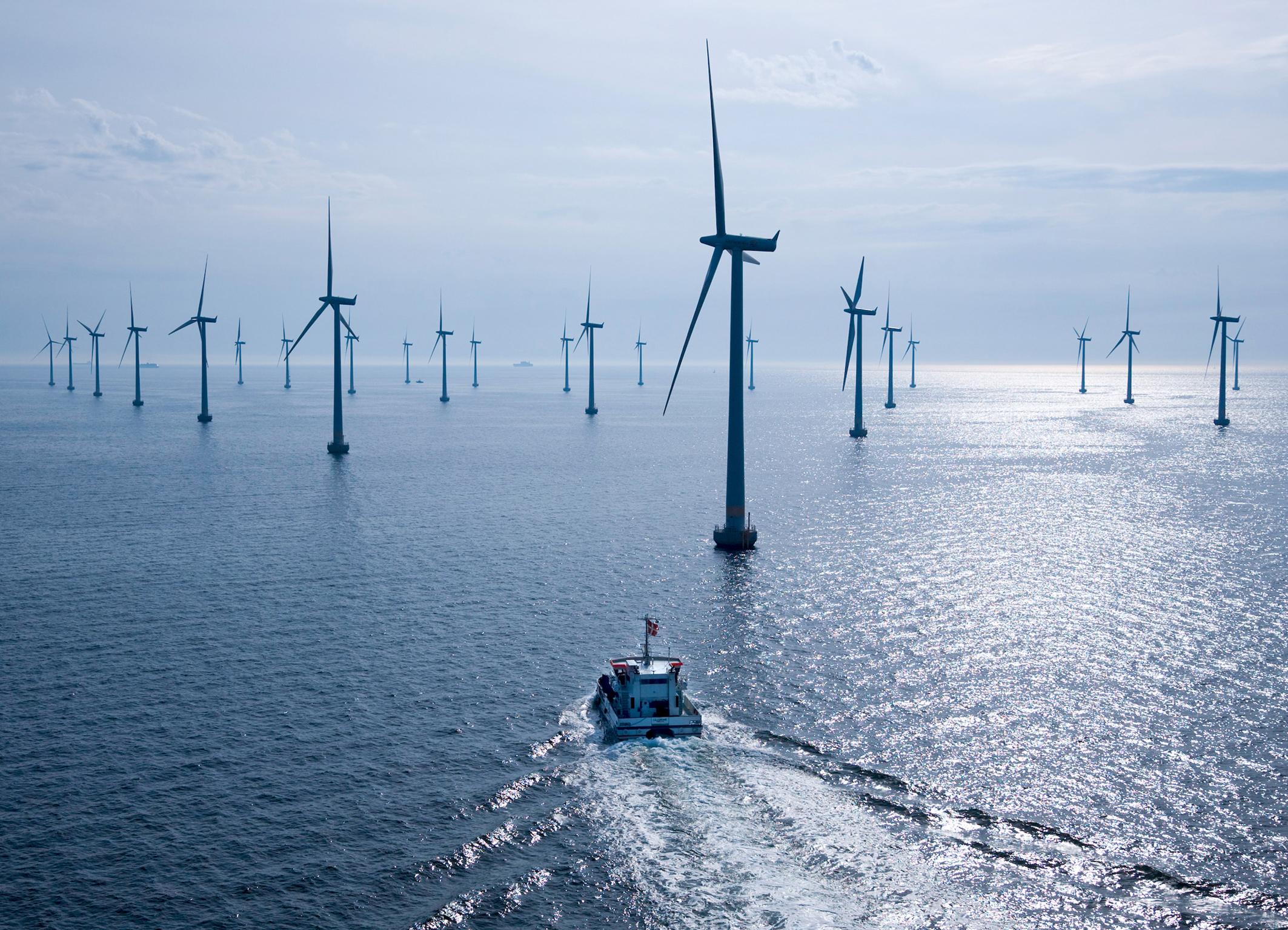 world s biggest offshore wind farm reve. Black Bedroom Furniture Sets. Home Design Ideas