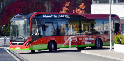 volvos-electric-hybrid-buses-begin-route-stockholm.