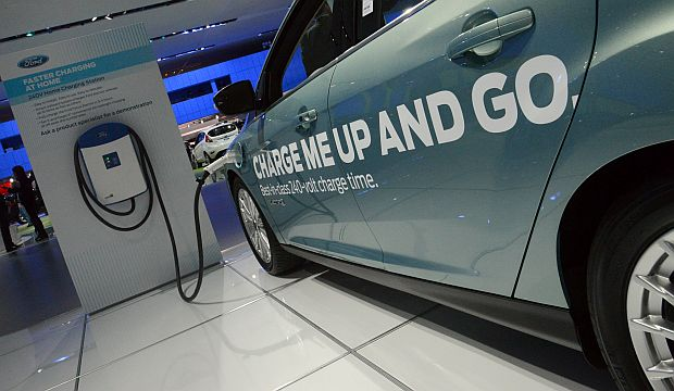 Electric vehicles take center stage at Detroit auto show