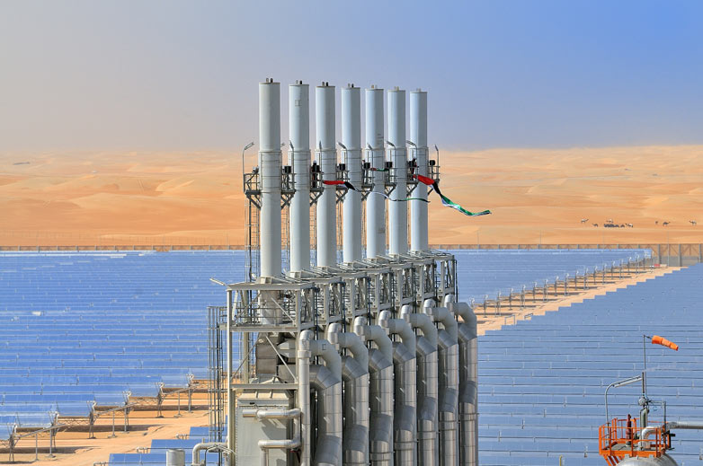 https://www.evwind.es/wp-content/uploads/2013/03/Solar-plant-Shams-1-in-th-001.jpg