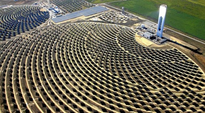 """Abengoa has decided to raise a legal battle for the reduction of premiums for concentrating solar power generation approved by the Government in its electricity reform. Abengoa has not only taken legal action in the Spanish courts but, taking advantage of the ownership of some of its core is a subsidiary in Luxembourg, has raised international arbitration. """"In June 2013 , we filed a demand for arbitration on behalf of our subsidiary CSP Equity Investment Sarl against the Spanish Government as a signatory of the Treaty of the Energy Charter,"""" said the document filed with the commission of the stock market of the USA (The SEC , for its acronym in English). """"Our demand for arbitration alleges that the electricity sector regulatory reform approved by the Spanish Government has broken the legitimate expectations of CSP Equity Investment ( ... ) and an expropriation """" adds Abengoa in the brochure. CSP Equity Investment is the investment holder of Abengoa solar thermal power plants Helioenergy 1 and 2 , Solaben 2 and 3 , and Solacor 1 and 2. The arbitration will be held in The Hague in accordance with the rules of the Arbitration Institute of the Stockholm Chamber of Commerce. The court will settle the lawsuit with three referees, two of which have already been delivered to the supervisor nombrados. Abengoa does not specify the amount claiming, but sources indicate that the company would be around 60 million euros per year while not resolve the situation. The amount is equivalent to a cut of 33 % in revenue from the CSP. Litigation can take years and no overtones of that negotiation with Industry will move faster. Concessions for solar thermal plants are up to 40 years, so that the amount in dispute is billionaire. In parallel, Abengoa has taken legal action in a court of Seville with respect to the CSP plant Helios I. The court rejected the action with the reasoning that Abengoa must first exhaust administrative remedies with the Ministry of Industry and the company has a"""