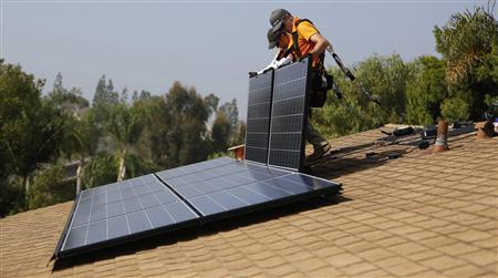 Solar energy company wins converts going door to door