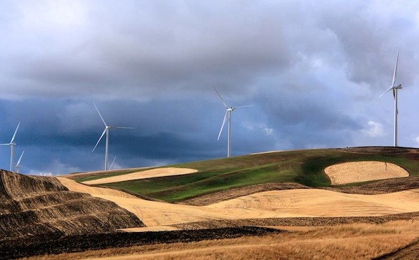Montana wind farm operator sues California utility for breach of contract