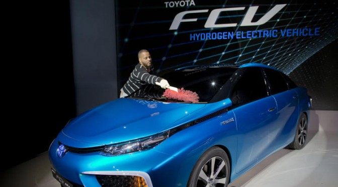 Toyota hydrogen vehicle debuts at 2014 CES