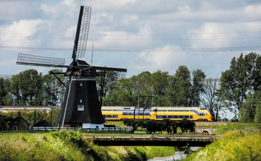 Dutch wind turbines to power electric trains