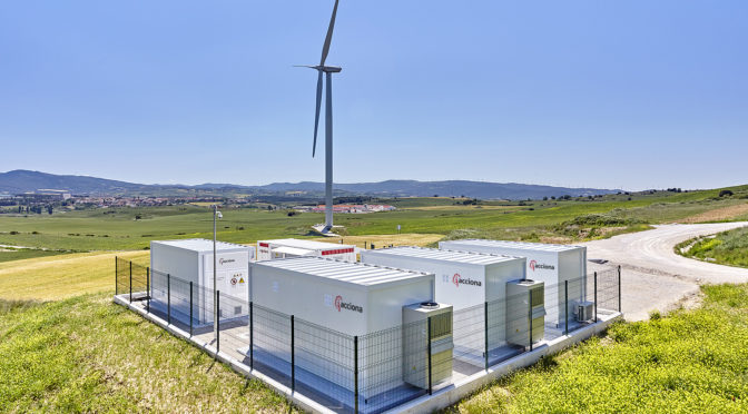 Acciona starts up the first hybrid wind power storage plant in Spain using batteries