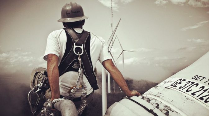 U.S. wind energy sector now employs 105,000 people