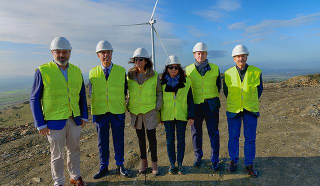 Olga García, and Mayor of Plasencia, Fernando Pizarro, visit Merengue Wind Farm construction site