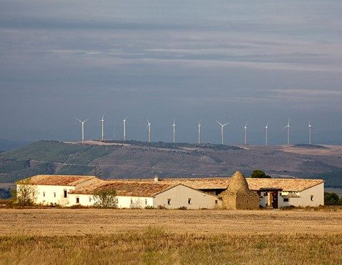 Navarra declares three renewable interest projects for wind energy and photovoltaic