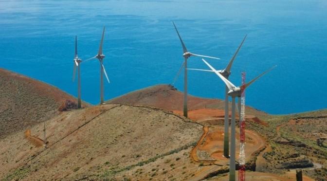 Four wind turbines from the future Arrecife Wind Farm arrive in Lanzarote