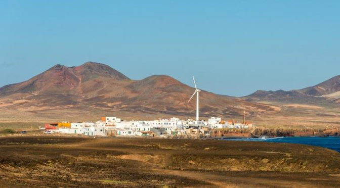 The wind breaks in one day all the brands of wind energy production of Lanzarote and Fuerteventura
